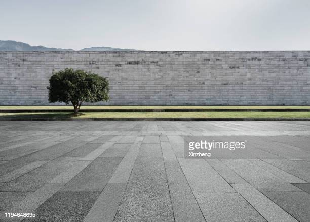 empty parking lot - fortified wall stock pictures, royalty-free photos & images