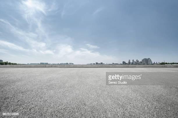 empty parking lot - asphalt stock-fotos und bilder