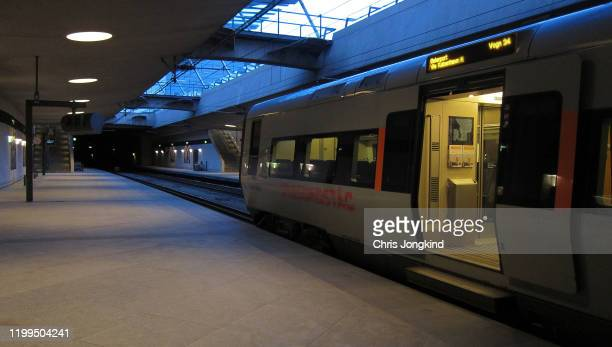 empty passenger train with doors open at platform - vehicle door stock pictures, royalty-free photos & images