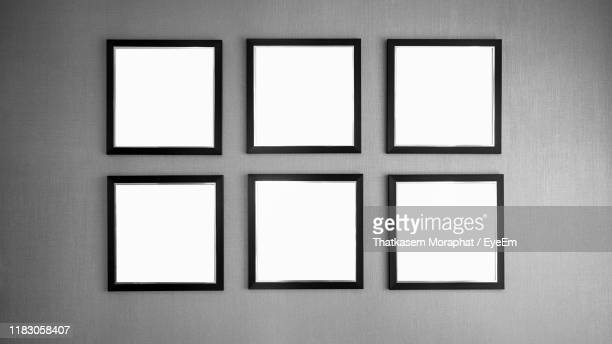 empty picture frames on wall - black square stock pictures, royalty-free photos & images