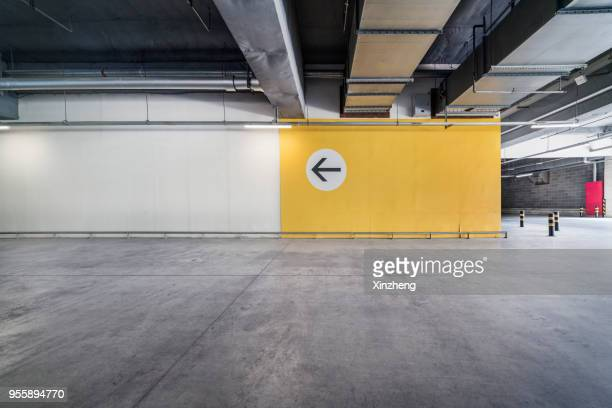 empty pit garage - obstruir - fotografias e filmes do acervo