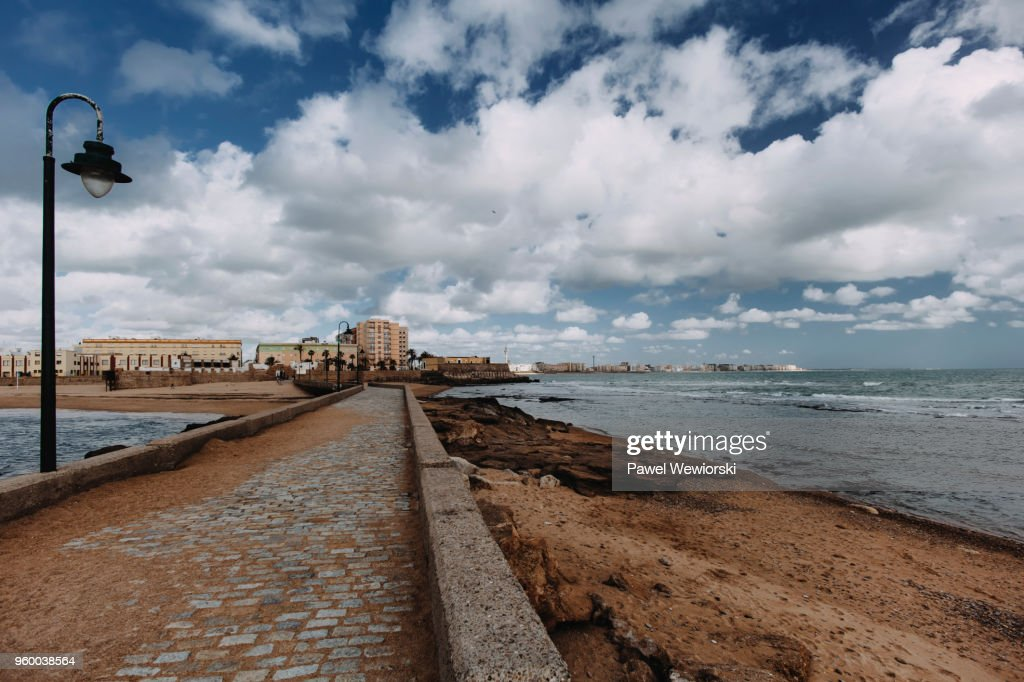 Empty promenade leading to city Cadiz, Spain : Stock-Foto