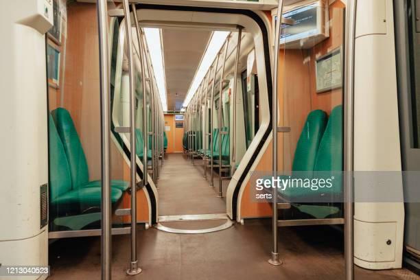 lege openbare tram in rotterdam, nederland - tram stockfoto's en -beelden