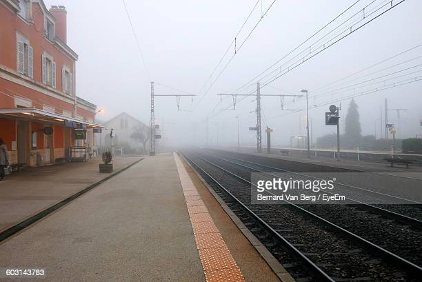 empty railroad station during foggy weather - railroad station platform stock pictures, royalty-free photos & images