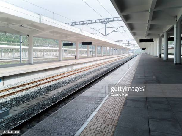empty railroad station platform - railway station stock pictures, royalty-free photos & images
