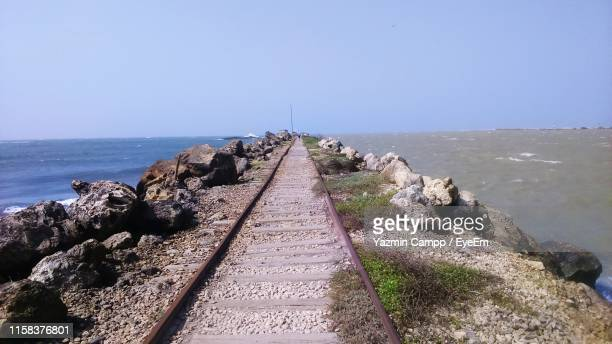 empty railroad track by sea - barranquilla stock pictures, royalty-free photos & images