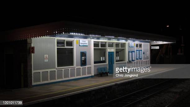empty railway platform at night - railway station stock pictures, royalty-free photos & images
