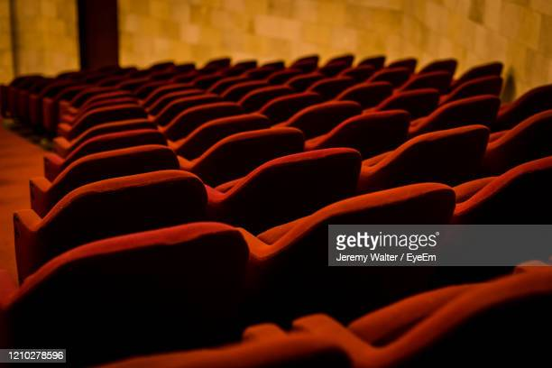 empty red chairs in theatre - eyeem jeremy walter stock pictures, royalty-free photos & images