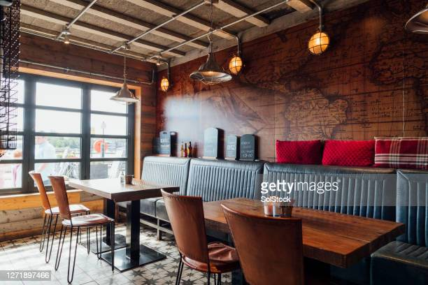 empty restaurant - restaurant stock pictures, royalty-free photos & images