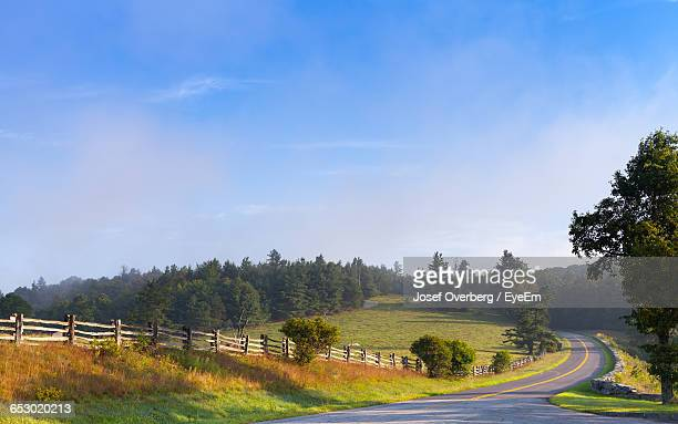 empty road along countryside landscape - overberg stock pictures, royalty-free photos & images