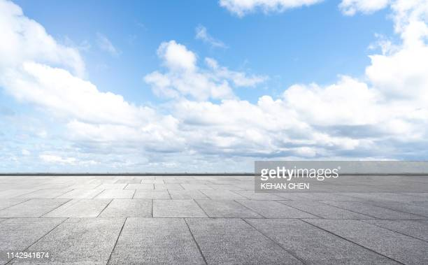 empty road and ground - horizon over land stock pictures, royalty-free photos & images