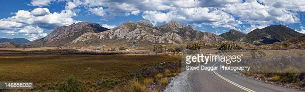 empty road and tasmanian wilderness - タスマニア州 ストックフォトと画像