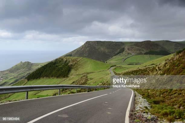 empty road at flores island inland, azores - portugal fotografías e imágenes de stock