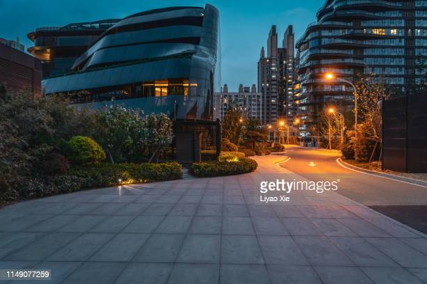 empty road in residential district - liyao xie stock pictures, royalty-free photos & images