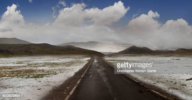 empty road in snowy rural landscape - christopher hitch stock pictures, royalty-free photos & images