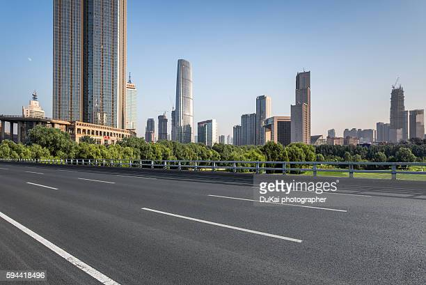 empty road in tianjin - freie straße stock-fotos und bilder