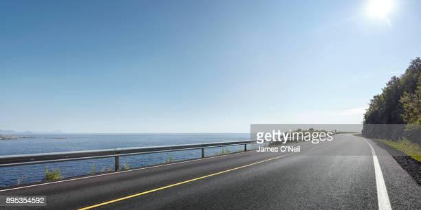 empty road next to ocean panoramic - 海岸線 ストックフォトと画像