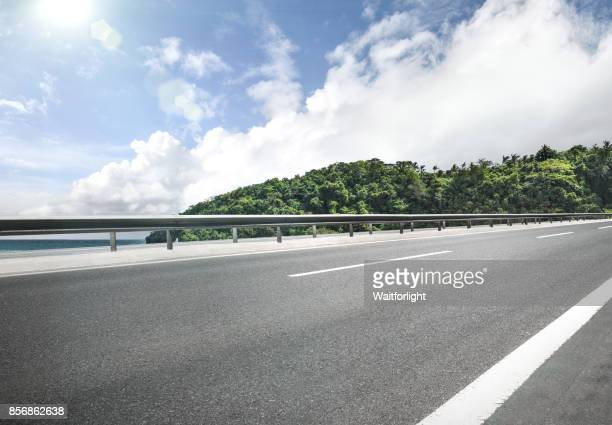 empty road on coastline - empty road stock pictures, royalty-free photos & images