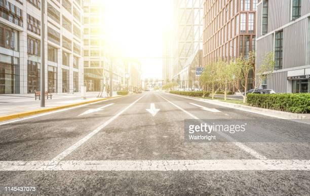 empty road - carrefour photos et images de collection