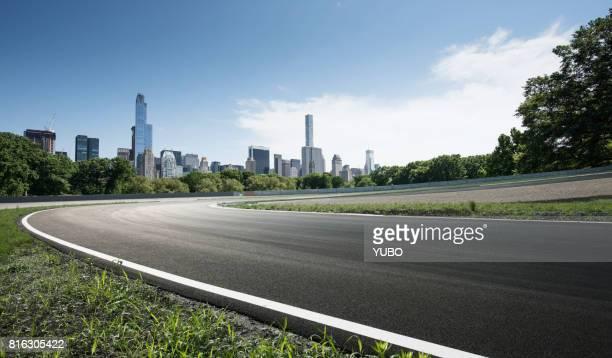 empty road - strada tortuosa foto e immagini stock