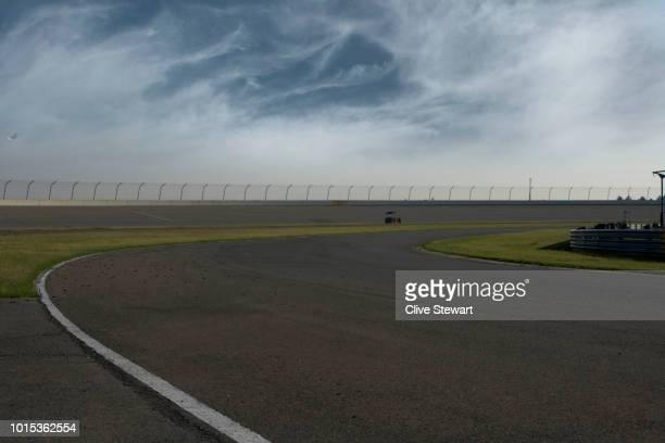 empty road race track , gauteng , south africa - fórmula 1 - fotografias e filmes do acervo