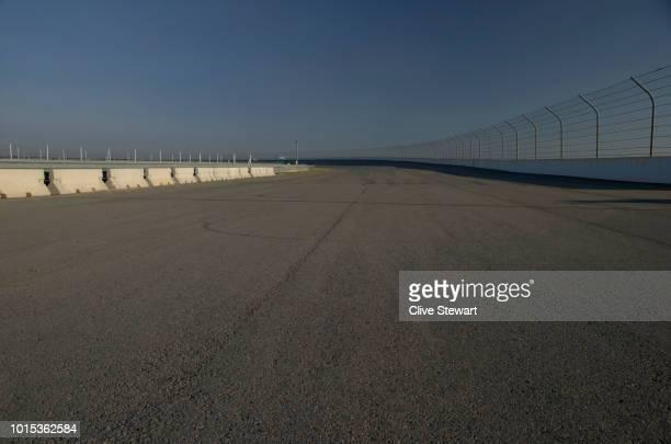 empty road race track , gauteng , south africa - fórmula 1 imagens e fotografias de stock