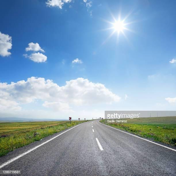 empty road to success - 散歩道 ストックフォトと画像