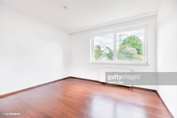 empty room hdr - renovierung themengebiet stock-fotos und bilder