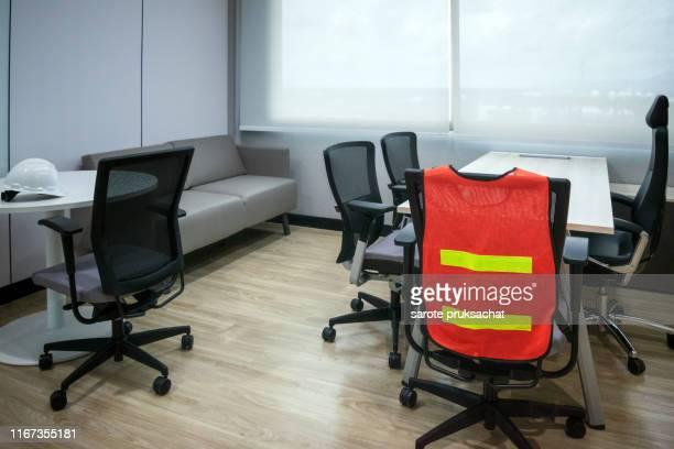 empty room in office , safety concept. - sinal de emergência informação imagens e fotografias de stock