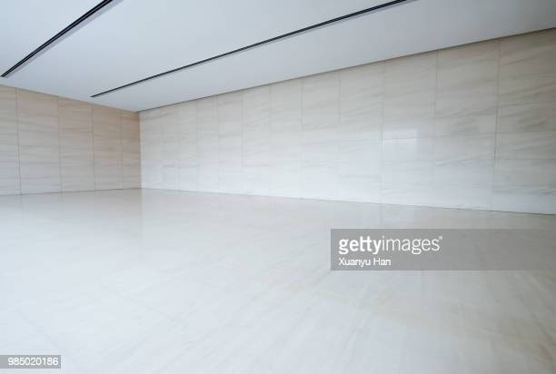 empty room - showroom stock pictures, royalty-free photos & images