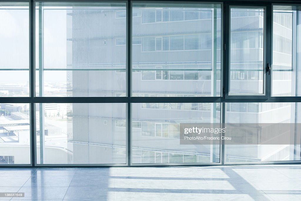Empty room with bay windows : Stockfoto