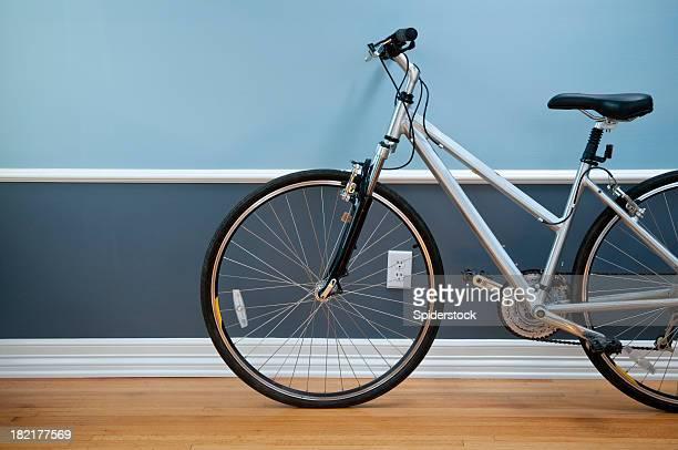 Leeren Raum mit Fahrrad
