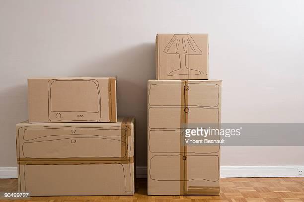 empty room with cardboard packaging - demenagement humour photos et images de collection