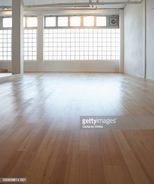 empty room with wooden floor - dance studio stock pictures, royalty-free photos & images