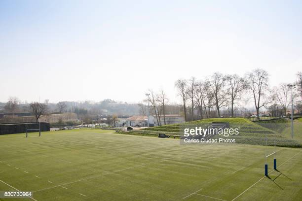 empty rugby ground in france - french rugby photos et images de collection