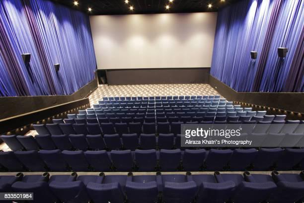 empty screening theater - projection de films photos et images de collection