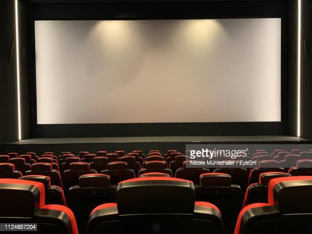 empty seats in auditorium - projection screen stock pictures, royalty-free photos & images