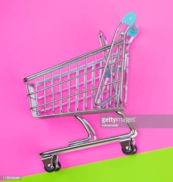 empty shopping cart - mercado espaço de venda no varejo - fotografias e filmes do acervo
