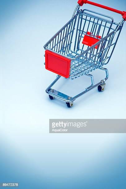 carrinho de compras está vazio - mercado espaço de venda no varejo - fotografias e filmes do acervo