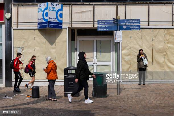 Empty shops on the main high street on 21st April 2021 ib Blackpool, Lancashire, United Kingdom. Blackpool is a large town and seaside resort in the...