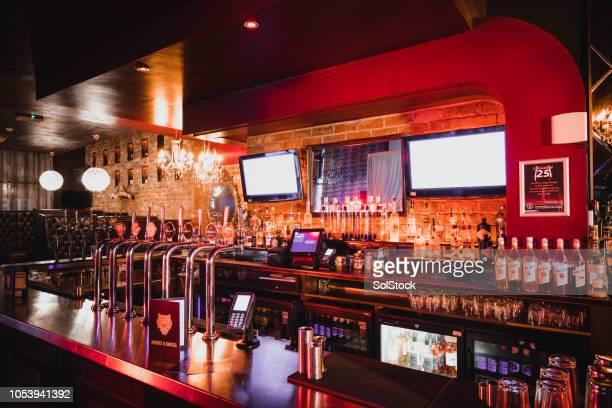 lege schot van nachtclub - café bar gebouw stockfoto's en -beelden
