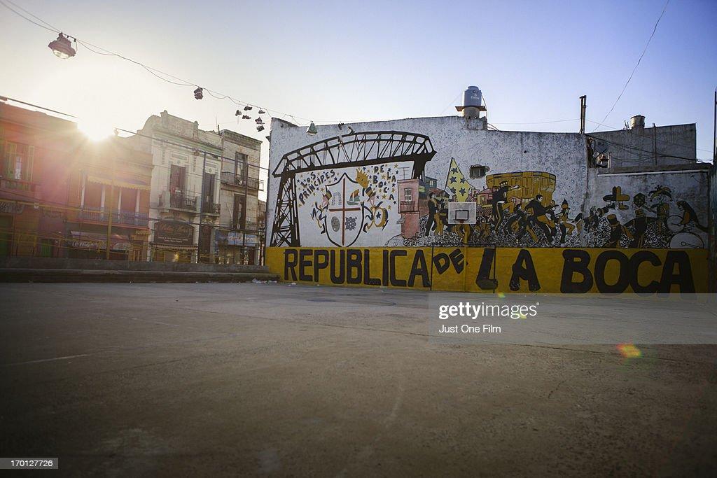 Empty soccer field in La Boca : Stock-Foto