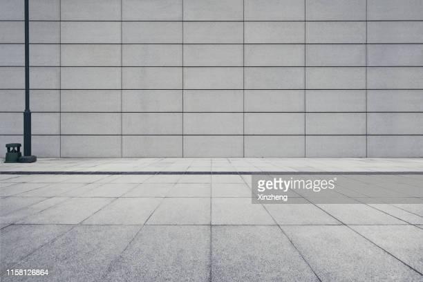 empty square by modern architectures - gebäudefront stock-fotos und bilder