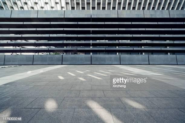 empty square by modern architectures - städtischer platz stock-fotos und bilder