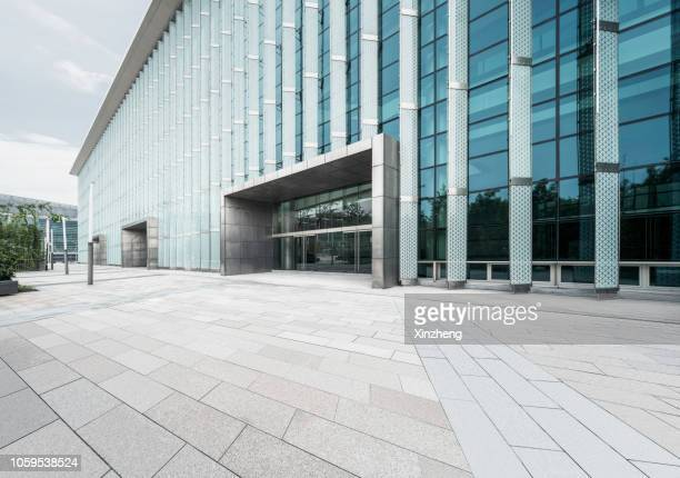 empty square front of modern architectures - entrance stock pictures, royalty-free photos & images