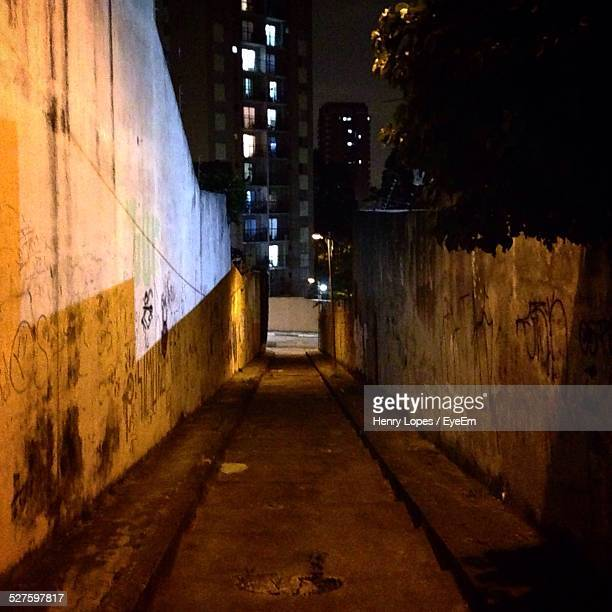 empty street at night - henry street stock pictures, royalty-free photos & images