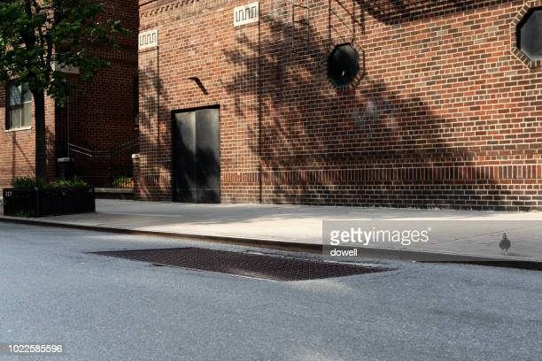 empty street in city - city stock pictures, royalty-free photos & images