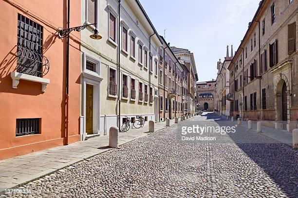 empty street in ferrara. - フェラーラ市 ストックフォトと画像