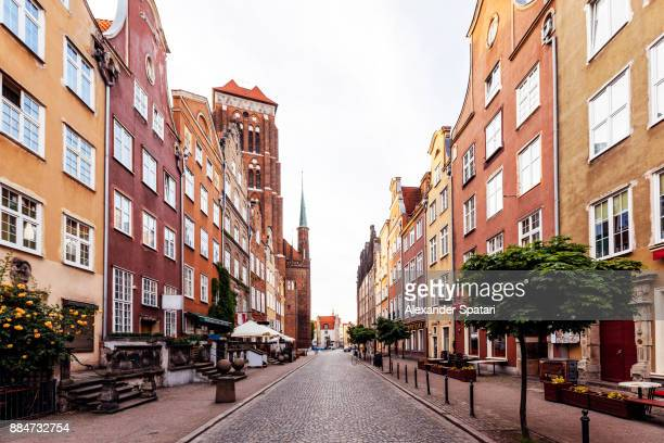 empty street in the old town of gdansk, poland - ヨーロッパ ストックフォトと画像