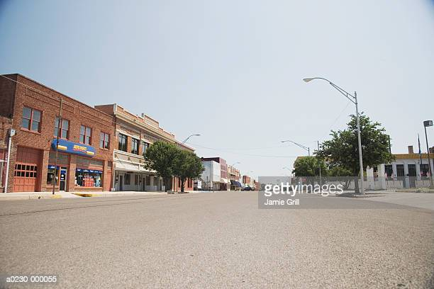empty street - small town america stock pictures, royalty-free photos & images